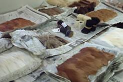 貴重な動物の原毛から何十工程を経て メイクブラシが作られています。